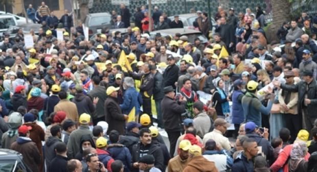 وقفة احتجاجية بالرباط ضد محاكمة مستشار برلماني كونفدرالي وصحفيين أربعة
