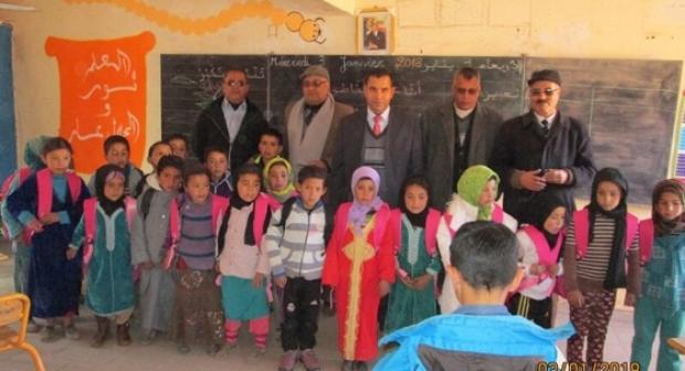 تنغير: أطفال أوزيغمت في يوم دافئ؛ هبات و مساعدات تصل المنطقة